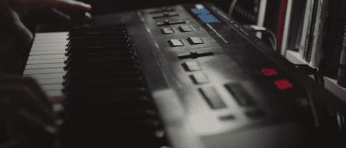 Sound-Mangling-Digital-Waveform.png